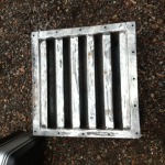 Ventilatie rooster voor container met ingebouwde aggregaat